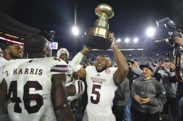 9707041-ncaa-football-mississippi-state-mississippi